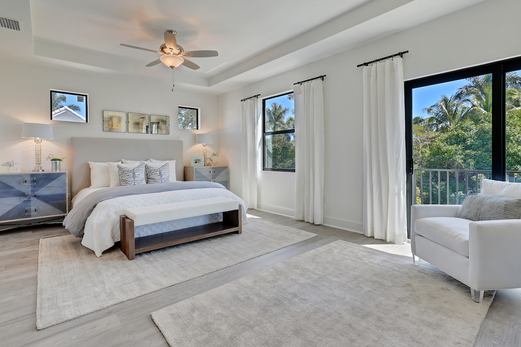With your oversized master bedroom and luxurious master bath, you'll never want to leave your Aqua Bella owner's suite.